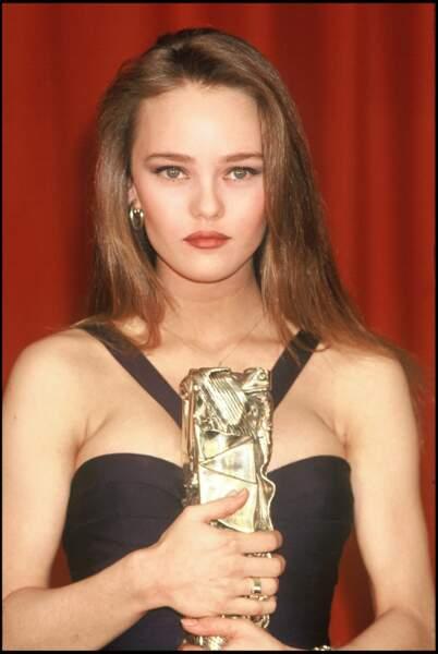 Vanessa Paradis en robe noire pour son César du meilleur espoir féminin en 1990