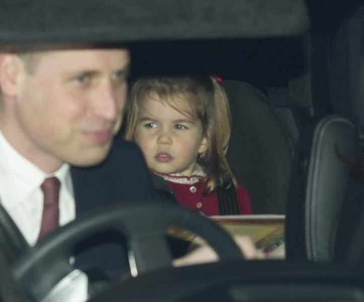 La princesse Charlotte porte toujours un ruban dans ses cheveux