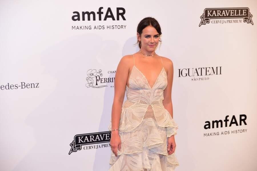 Pauline Ducruet sublime en robe blanche à volants