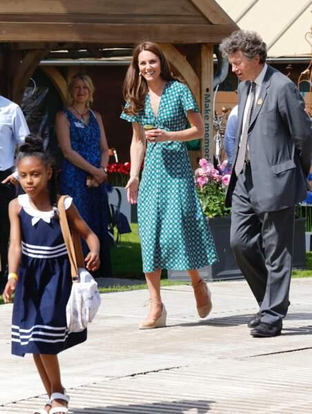Kate Middleton sublime en robe décolletée signée Sandro et soldée à 165 €
