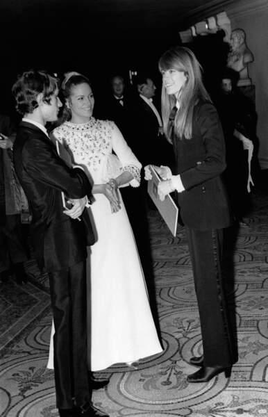 Fin des années 60: les Dutronc-Hardy, ici aux côtés de Nathalie Delon, se reflètent en smokings. Modernes, déjà...