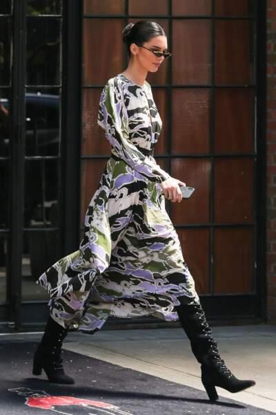 Kendall Jenner incarne le look gipsy de Longchamp avec élégance. A copier !