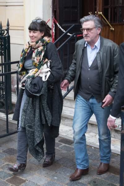Daniel Auteuil et sa femme Aude Ambroggi à la sortie de l'hommage à Jacques Higelin