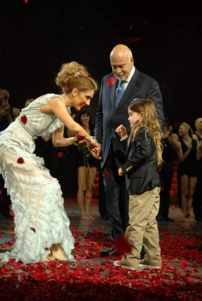 Céline Dion avec René Angélil et René-Charles sur la scène du Caesars Palace de Las Vegas en 2007