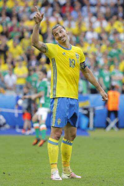 Côté suédois, c'est l'Irlandais Clark qui marque contre son camps, aidé par Zlatan
