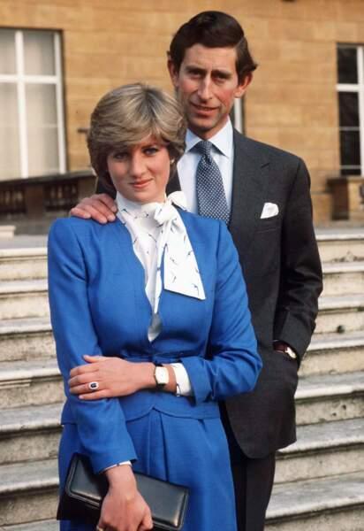 Lavallière et tailleur sage pour la jeune Diana Spencer