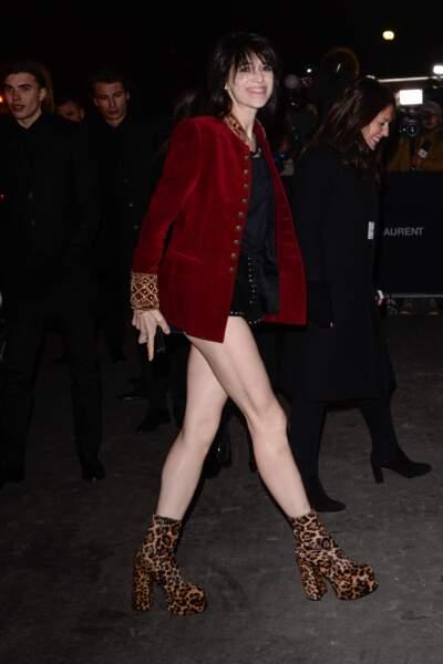 Superbe Charlotte Gainsbourg assume le mini short