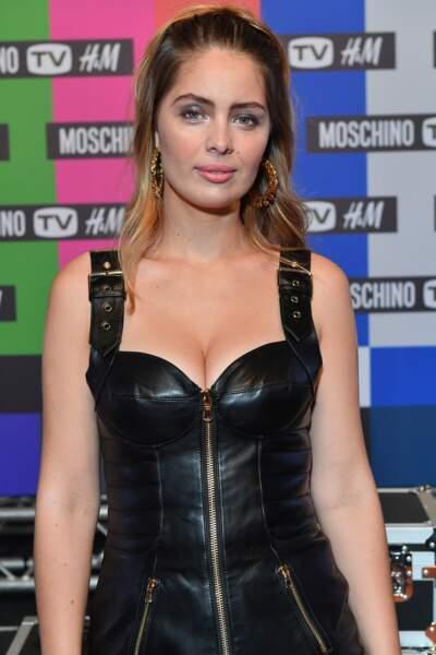 Marie-Ange Casta très sexy en robe bustier en cuir lors de la soirée de lancement de la collection Moschino x H&M