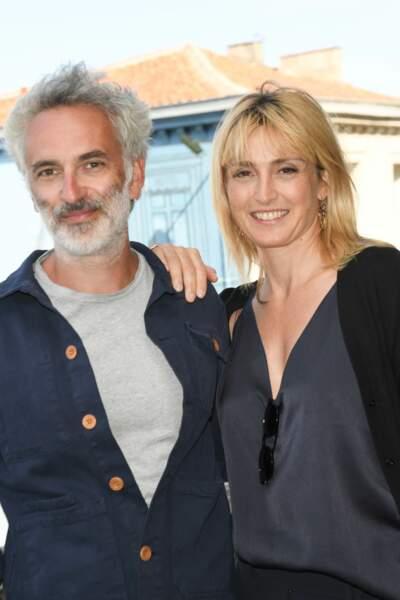 Julie Gayet a pris la pose aux côtés de Vincent Delerm