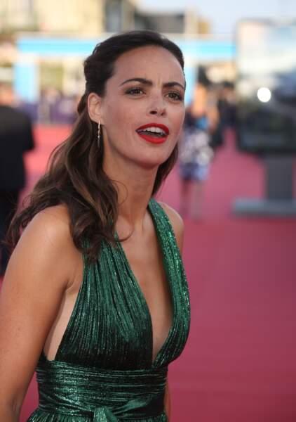 """Bérénice Bejo porte une robe verte sur le tapis rouge du film """"Good Time"""""""