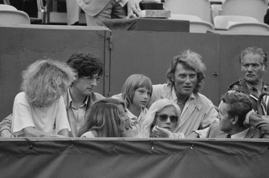 Johnny et David Hallyday dans les tribunes du tournoi de Roland Garros, en juin 1979