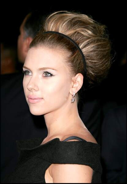 Le chignon trop volumineux de Scarlett Johansson