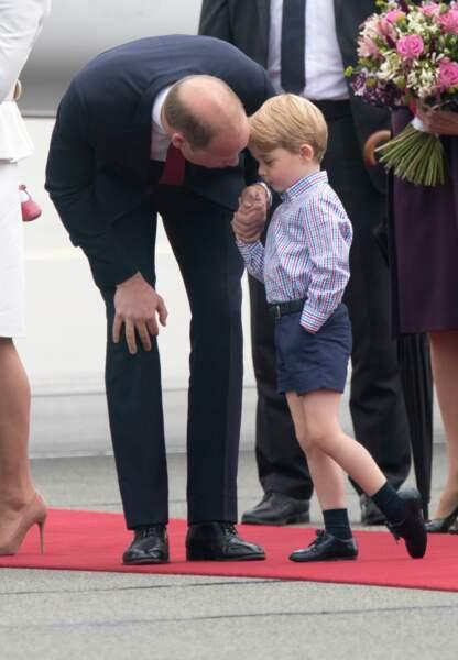 Le prince William passablement agacé demande à son fils de se calmer.