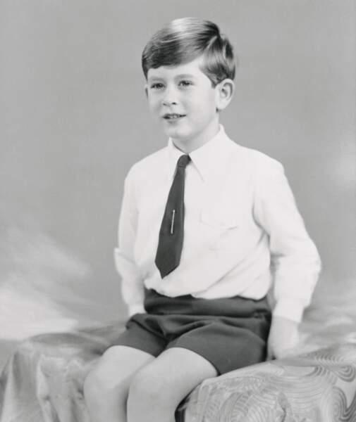 Portrait officiel du prince Charles pour ses six ans, en 1954