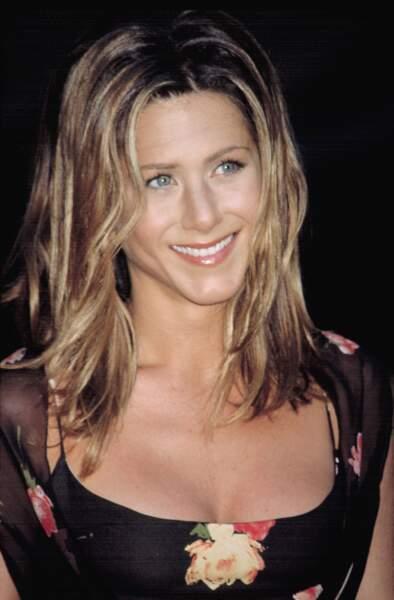 2002 : Jennifer Aniston adopte une coupe mi-longue qui sublime son visage
