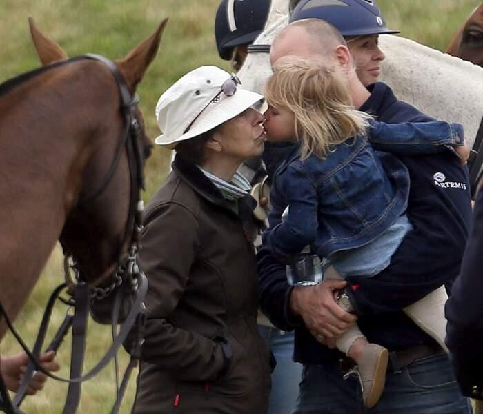 Mais toujours tendre avec sa grand-mère la princesse Anne