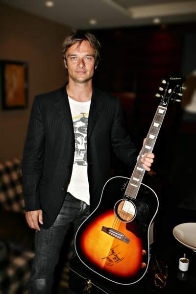 "David, en pleine promotion de son album pop-rock ""Satellite"", en 2005."