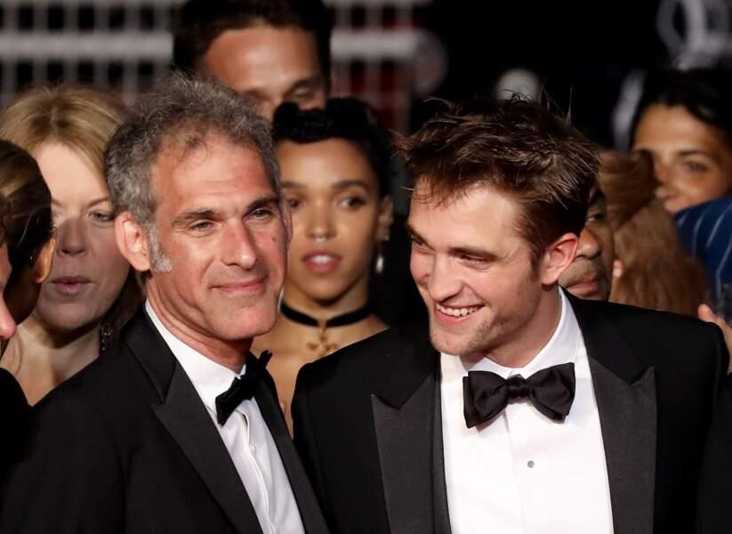 """Ronald Bronstein, Robert Pattinson et sa compagne FKA twigs à la montée des marches de """"Good Times"""" le 25 mai 2017"""