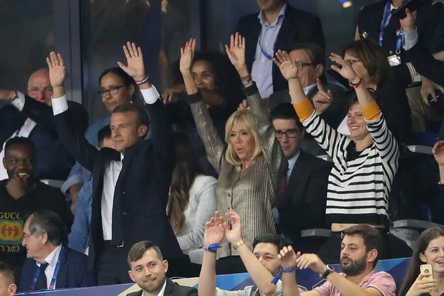 Résultat du match : 2-1 pour les Bleus. Brigitte Macron a de quoi être fière. Fière, et distinguée en Louis Vuitton