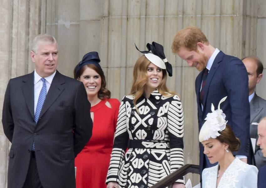 Le prince Harry rit avec ses cousines Béatrice et Eléonore