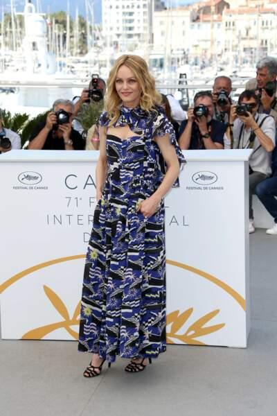 Vanessa Paradis tout en bleue en robe Chanel Cruise