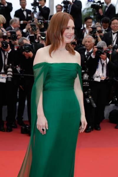 Julianne Moore, un look classique et chic pour l'actrice, en bijoux Chopard à Cannes le 14 mai 2019