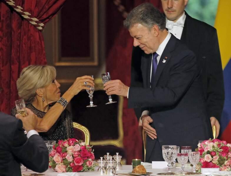 Brigitte Macron trinque avec le président de la Colombie, Juan Manuel Santos