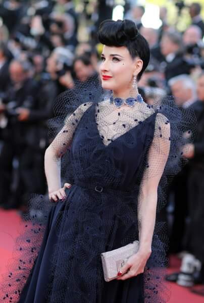 Dita Von Teese et son chignon de pin-up : la touche rétro du tapis rouge de Cannes, le 16 mai 2019