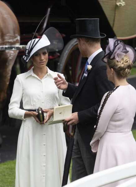 Meghan Markle adopte le chapeau protocolaire