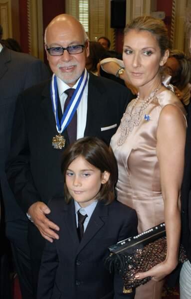 René Angélil reçoit la médaille d'officier de l'ordre national du Québec, en 2009 avec Céline Dion et René-Charles