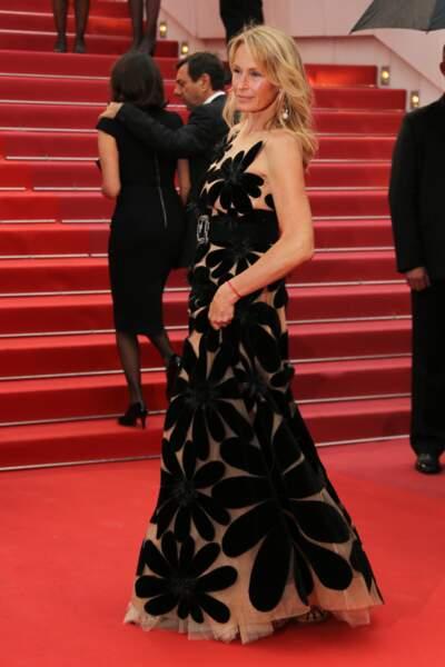 Estelle Lefébure sublime en robe du soir