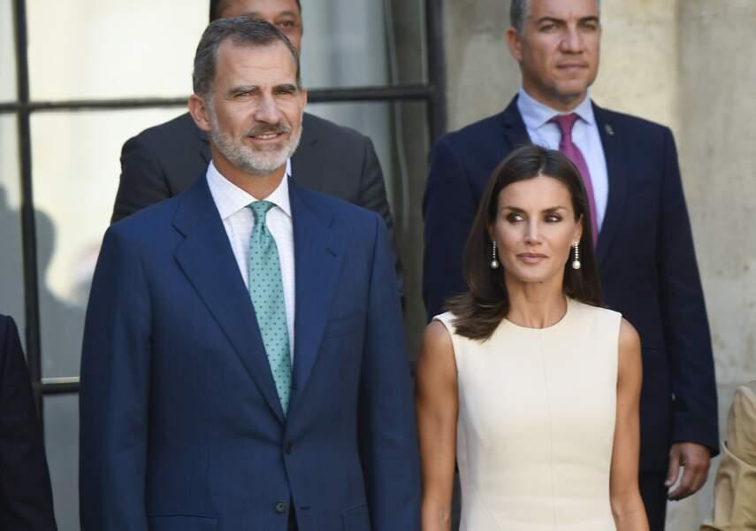 """Le roi Felipe VI et la reine Letizia d'Espagne à la sortie de l'exposition """"El viaje mas largo"""" à Seville le 12 sep"""