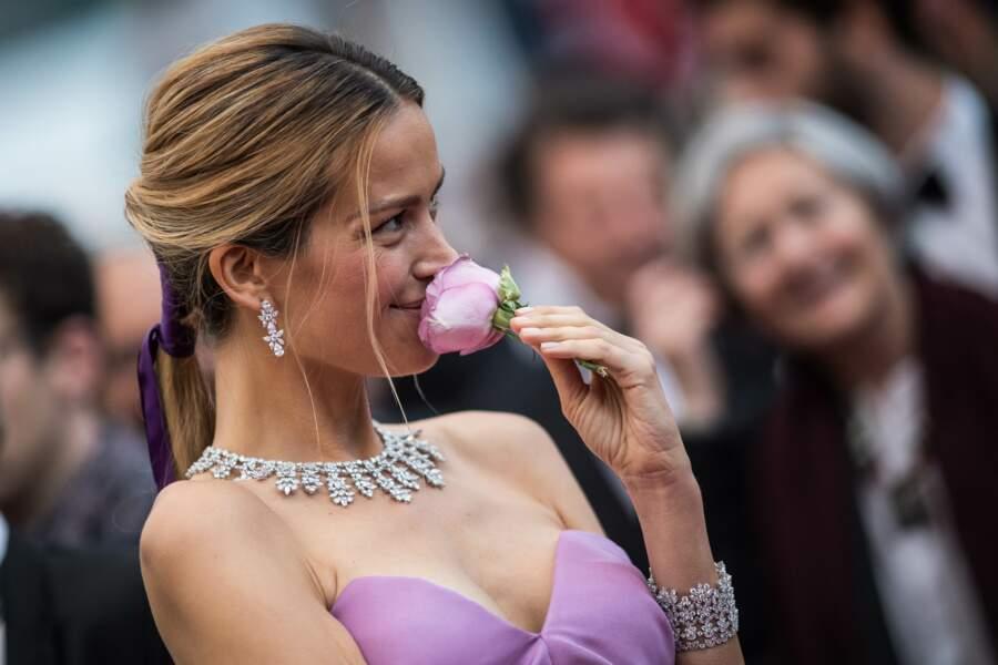 Petra Nemcova et sa queue de cheval ornée d'un ruban signée Dessange, le 19 mai 2019 à Cannes