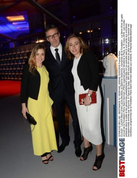 Laurent Blanc (en Hugo Boss) entouré de Laure Boulleau et Sabrina Delannoy (en Hugo Boss)