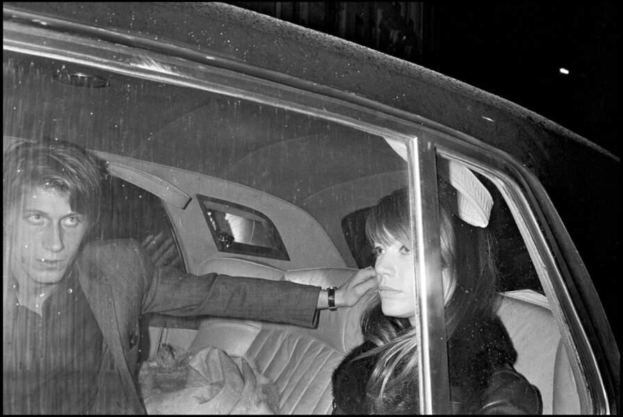 Jacques Dutronc et Françoise Hardy, à la sortie de chez Castel-Maxim's.