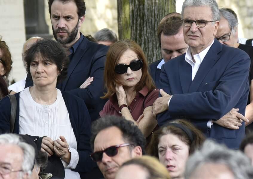 Isabelle Hupert, cachée derrière ses lunettes de soleil lors de l'enterrement de Claude Lanzmann