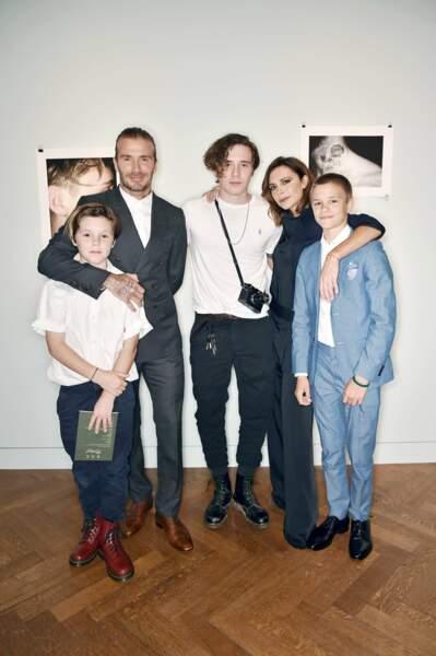 Les Beckham étaient tous là, sauf la petite Harper, pour célébrer la sortie du premier livre de Brooklyn