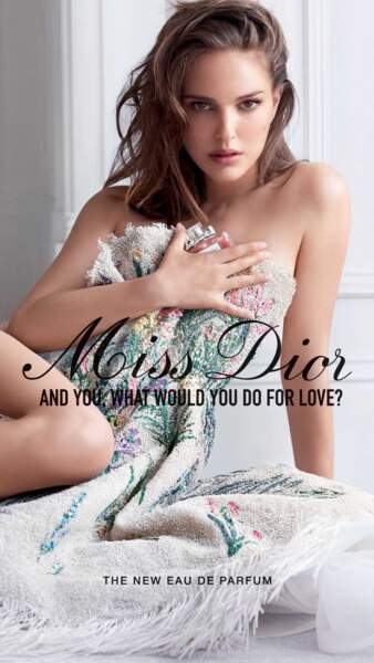 Natalie Portman sublime et affiche ses courbes dans la campagne Miss Dior