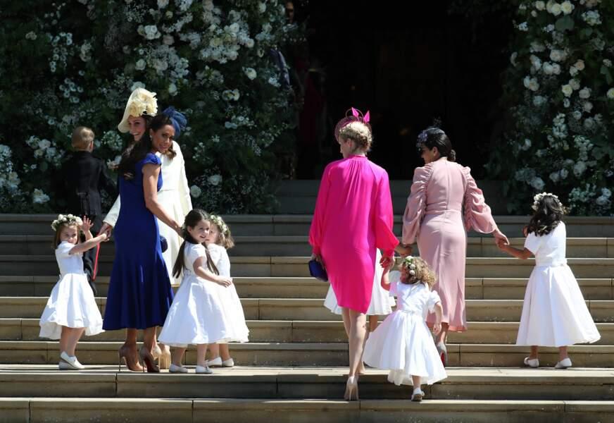 Kate Middleton, souriante, sur le parvis de la chapelle