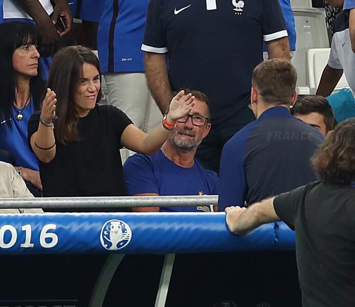Erika veut féliciter Antoine pour ses deux buts inscrits en demi-finale de l'Euro