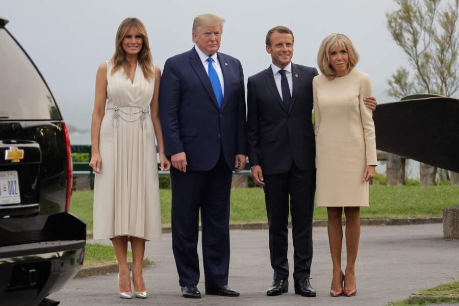 Emmanuel Macron toujours tactile avec son épouse