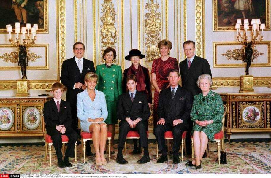 Portrait de la famille royale à l'occasion de la confirmation du Prince William, en 1997