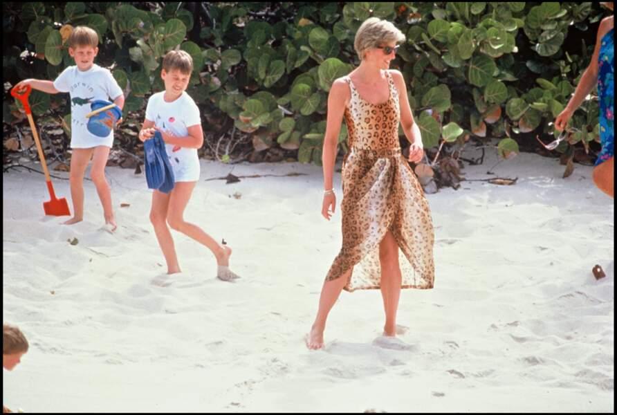 Lady Diana avec ses fils Harry et William lors de leurs vacances aux Iles Vierges, en 1990