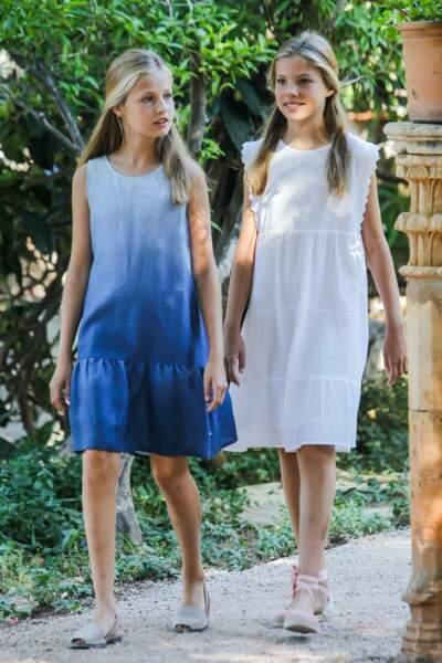 À l'instar de leurs parents, les princesses Leonor et Sofia avaient assorti leur tenue