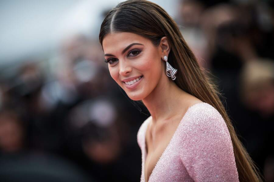 Iris Mittenaere, tout simplement magnifique ce 22 mai au Festival de Cannes