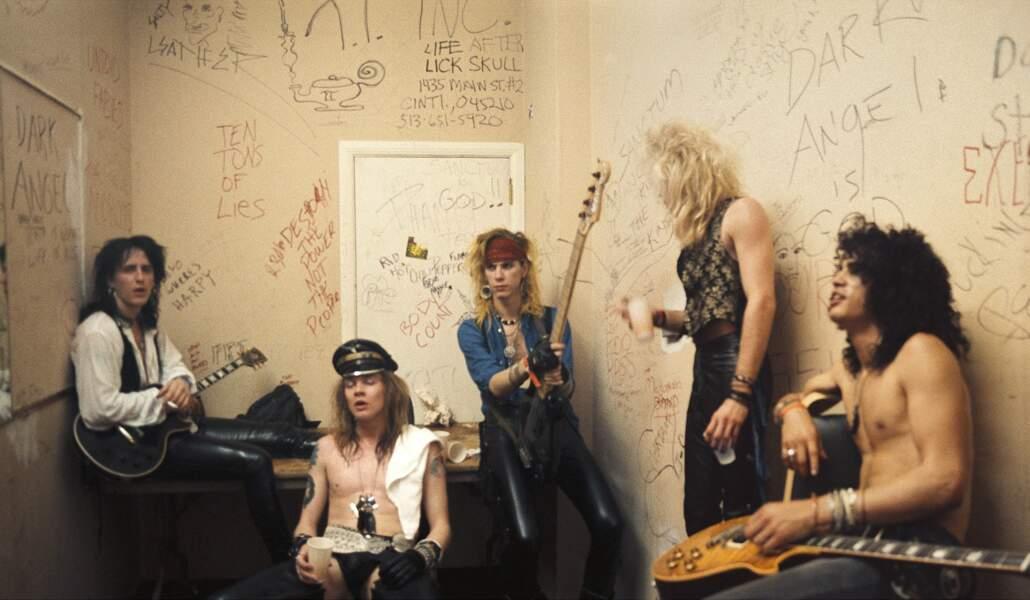 Portrait du groupe Guns N'Roses en backstage en 1986, au Fenders Ballroom de Long Beach, Californie