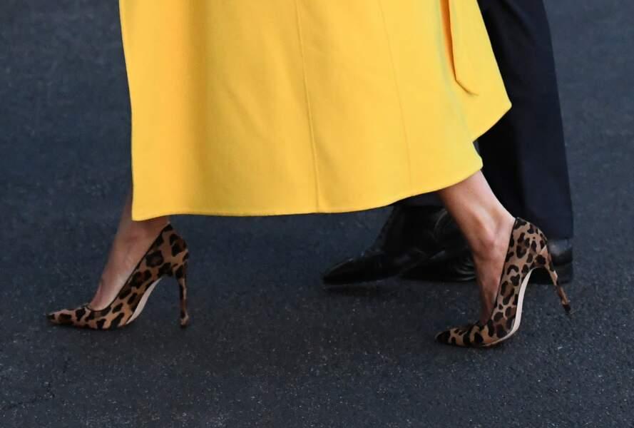 Melania Trump portait des escarpins léopard avec une tenue jaune. Un must !