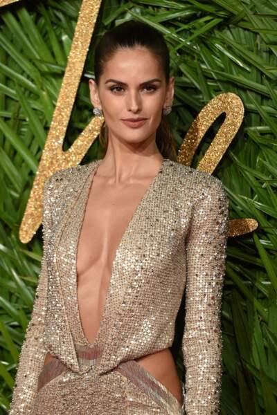 Izabel Goulart, mannequin brésilien, est connue pour sa participation aux défilés Victoria's Secret. Elle a même fa