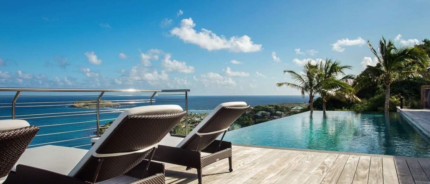 La villa Joy de Laeticia Hallyday à Saint-Barth : la piscine et sa vue imprenable