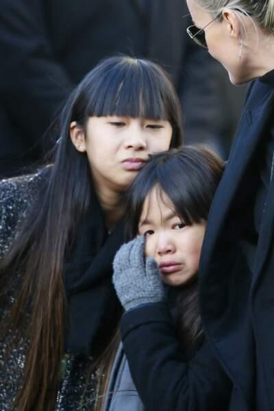 Jade, Joy et Laeticia Hallyday, lors des obsèques de Johnny Hallyday à l'église de la Madeleine le 9 décembre 2017